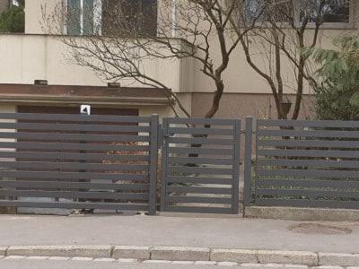 szare ogrodzenie